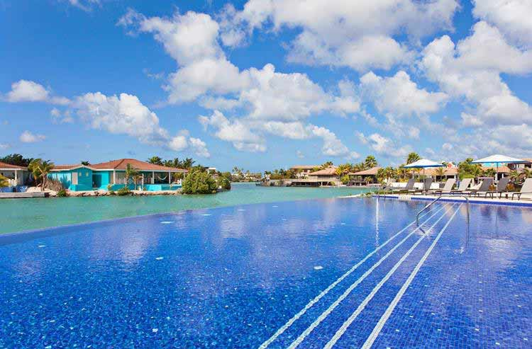 Swimmingpool at Courtyard by Marriott Bonaire Dive Resort